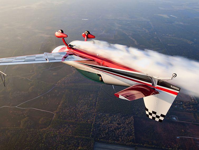 Extra 330lx 169 Extra Flugzeugproduktions Und Vertriebs